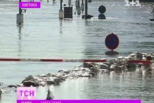 """Рівень води у затопленому Дрездені наближається до рекордного """"паводку століття"""""""