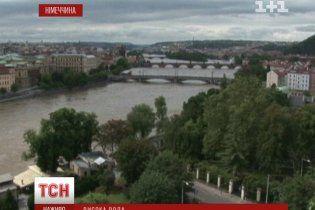 У Дрездені німці віддають постраждалим від паводку свої авто та пускають у домівки
