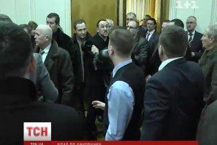 Свободовец эффектным хуком разбил губу чиновнику