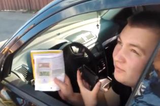 На Закарпатті горе-водій показав посвідчення жінки і втік переїхавши ногу даішнику