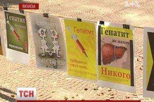 Художники провели колоритную акцию против гепатита С