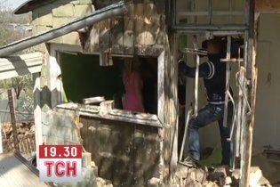 """Генерал милиции хотел """"купить"""" киевскую учительницу новым домом"""