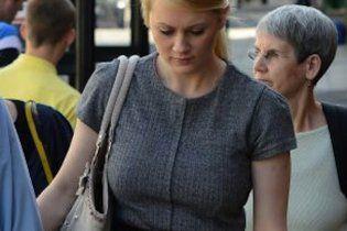 Учительница после суда за секс с учеником забрала свою жертву от родителей