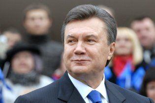 На Великдень Янукович буде в Криму, Азаров у Лаврі, а Кличко поїде на бій брата