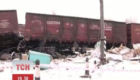 На залізничному переїзді в Житомирській області поїзд протаранив фуру