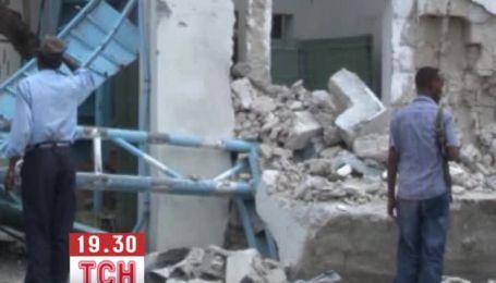 Смертники и боевики атаковали офис ООН в столице Сомали