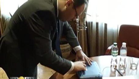 Каськів візьме з бюджету 200 мільйонів на ноутбуки для школярів