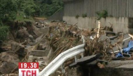 Тысячи людей эвакуированы из-за мощных наводнений в Японии