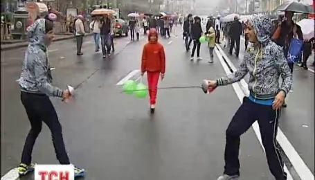 У День фізкультури головна вулиця країни перетворилася на спортмайданчик
