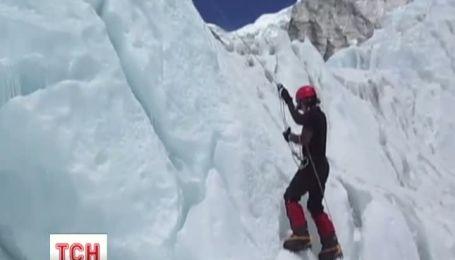 Сестри-близнючки стали першими двійнятами, які підкорили Еверест