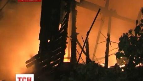 В Чернигове из горящего дома детей выбрасывали в окна