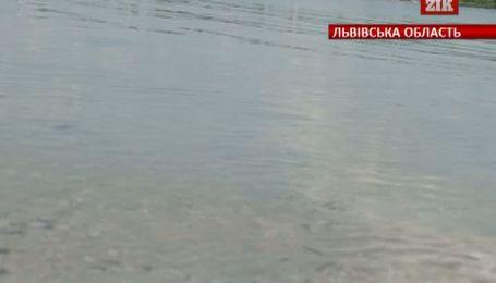 На Львовщине женщина умерла во время купания в озере