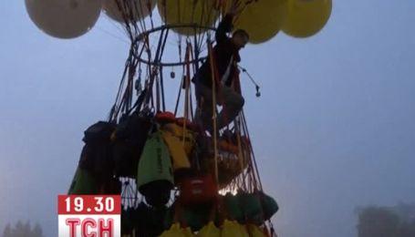 Американец отправился в путешествие над Атлантикой на воздушных шариках