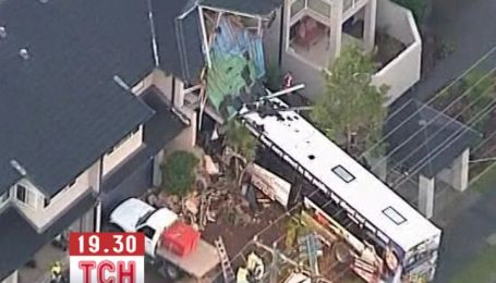 Автобус врезался в дом в австралийском городе