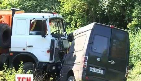 На Хмельниччині у жорстокій аварії загинули дев'ятеро людей