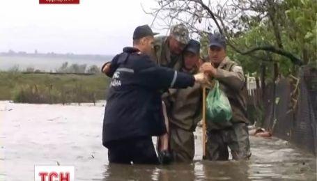 Злива прорвала дамбу на Одещині, затоплено чотири райони області
