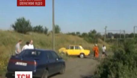 """В Никополе 2 неизвестных обстреляли """"Жигули"""""""