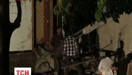 В індійському місті Мумбаї завалився 5-поверховий житловий будинок