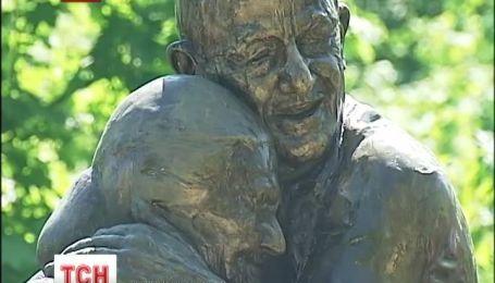 Памятник настоящей любви открыли в Киеве
