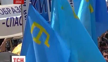Кілька сотень  кримських татар збираються заночувати на центральній площі Сімферополя