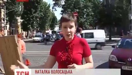 Дыру в центре Львова водителям придется объезжать 2-3 часа
