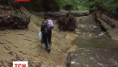 На Буковині люди вимагають відновити дорогу, знищену зливою