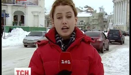 Київ, який масово повертаєтся до роботи після негоди, зупинився