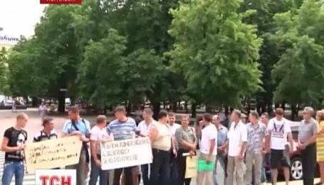 Зарплаты под стенами облгосадминистрации требовали горняки в Луганске