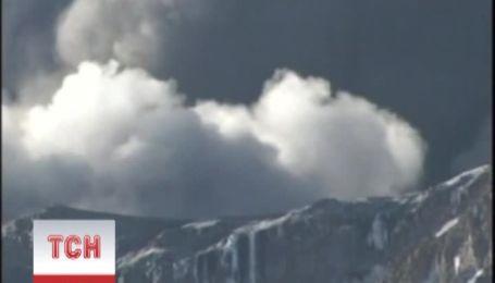 Перуанський вулкан Убінос почав вивергати в небо дим і попел
