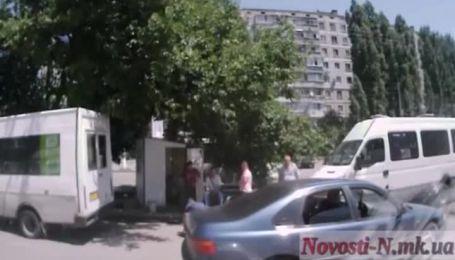 В Інтернеті з'явилось відео розстрілу водія маршрутки в Миколаєві