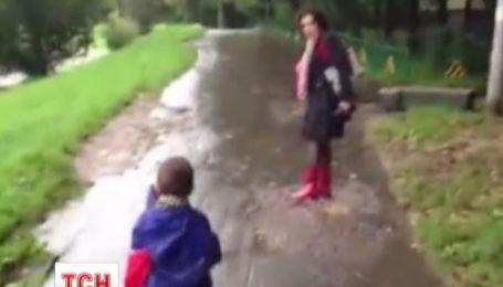 У Москві мати погрожувала дитині здати його на органи прямо серед вулиці