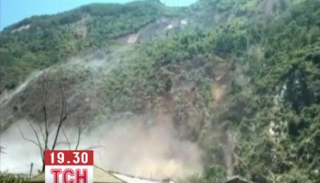 300 людей загинули від дощів і зсувів у Китаї