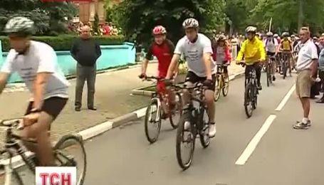 Калужская мэрия едет на день собрата на велосипедах