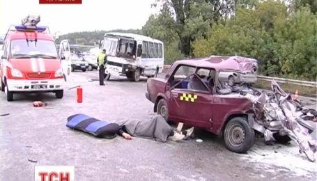 У Тернополі в автобус влетів Жигулі, водій та пасажир легковика загинули