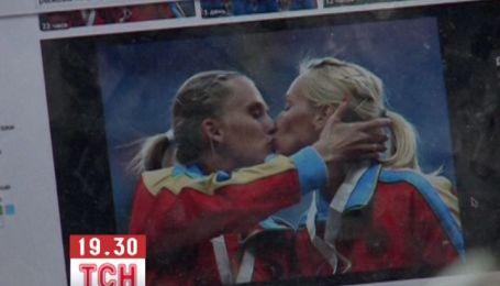 Російських атлетки образилися на реакцію ЗМІ з приводу їхнього поцілунку