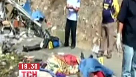 Щонайменше 12 людей загинули в аварії автобуса з вантажівкою у Перу