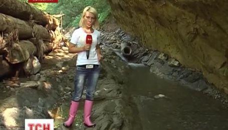 Сильні зливи повністю зруйнували дорогу на Буковині