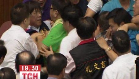 Тайванські депутати влаштували масову бійку через АЕС