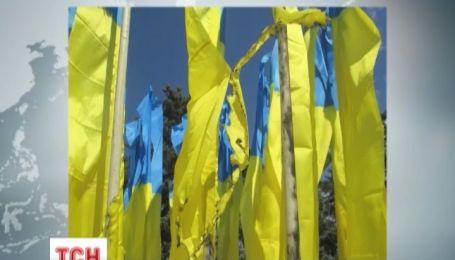 В Донецке сожгли пять флагов Украины