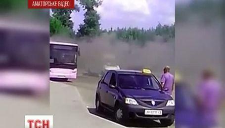 В Донецке на ходу загорелся автобус
