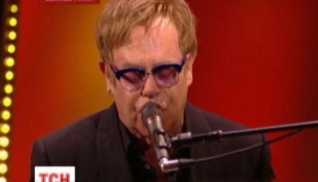 """Елтон Джон став першою музичною """"іконою"""" на церемонії Бріт Евордс"""