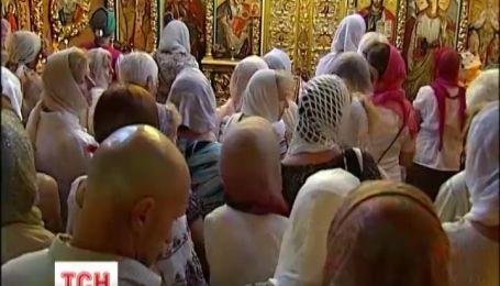 Православные верующие сегодня празднуют Яблочный спас