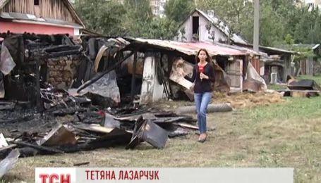 В Киеве сгорел частный дом, который стоял на «козырном» месте