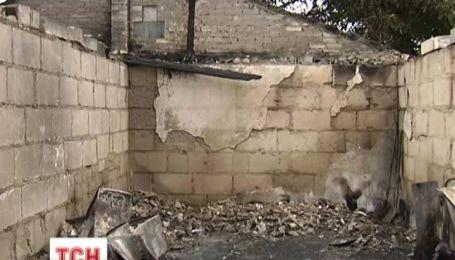 На Київщині вибух зруйнував гараж і відірвав чоловікам руки