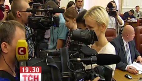 У Кабміні журналісти повернулися спинами до Азарова