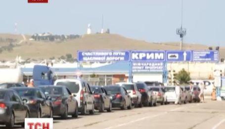На Керченской паромной переправе образовались километровые очереди