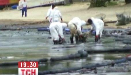 Курортні пляжі Таїланду затопило нафтою