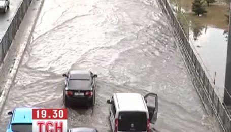 В Харькове ливень затопил улицы