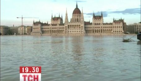 Воды Дуная угрожают неоготическому зданию венгерского парламента