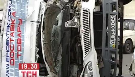 Сразу четыре машины столкнулись на дороге в Киеве